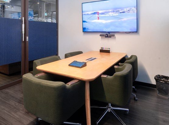 5A: 5 Person Meeting Room